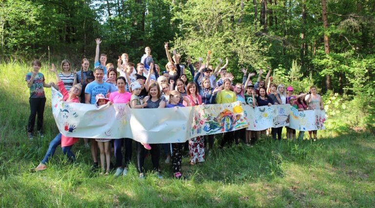 Mentor Lettland Ungdomar i skogen